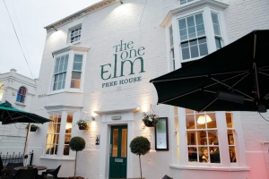 The One Elm public house close to the Stratford-upon-Avon canal
