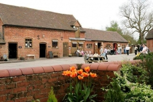 Yew tree farm shop on the Stratford-upon-Avon Canal