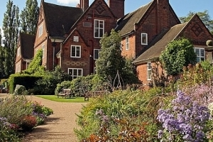 Winterbourne House, an Edwardian house with superb botanic gardens in leafy Edgbaston. Visit from a canal boat holiday with Great British Boating