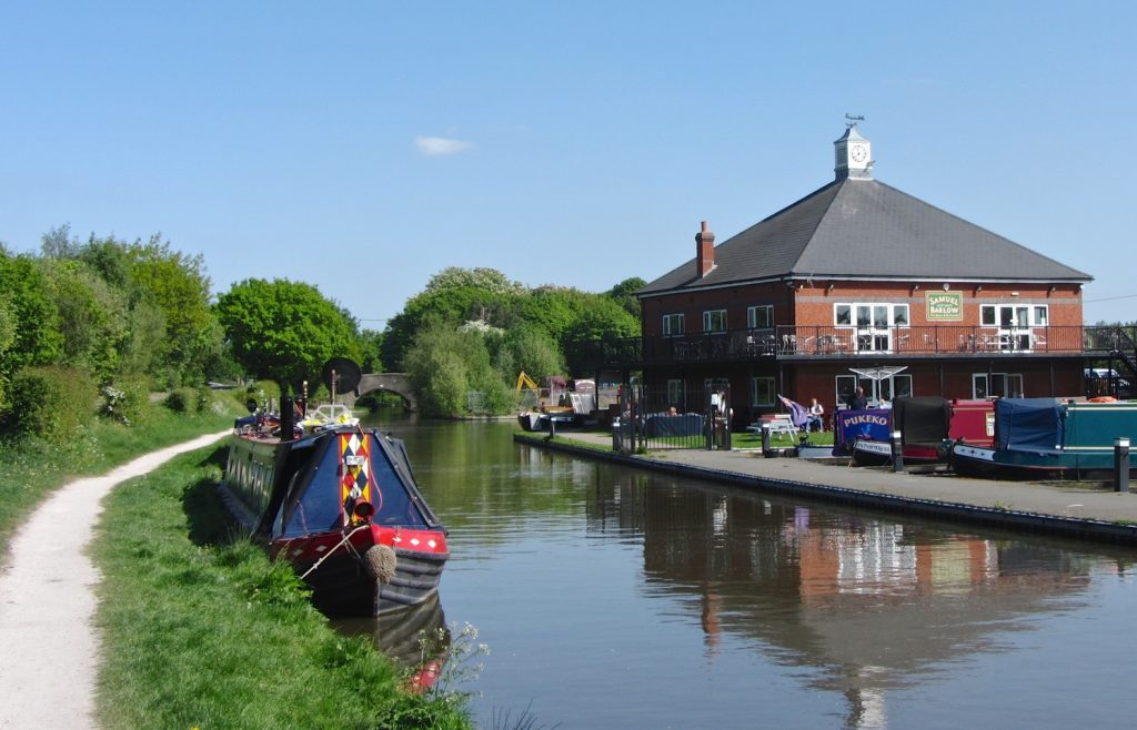 Visit the Barley Mow Pub near Rugby whilst on a canal boat holiday with Great British Boating